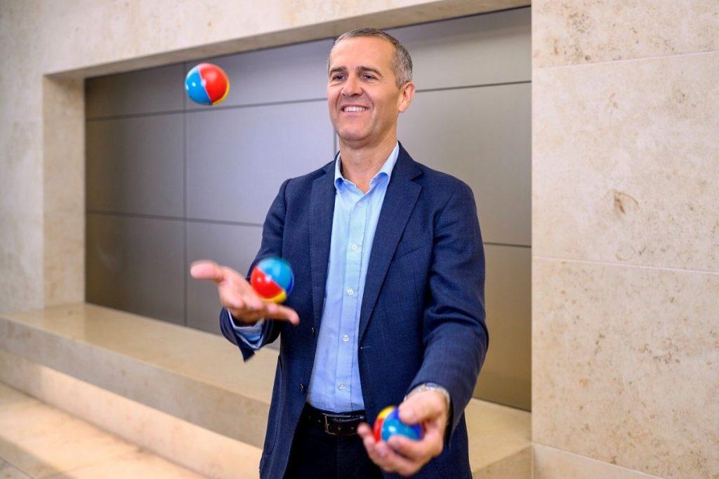 Klaus Höfler Leitstern Company jongliert